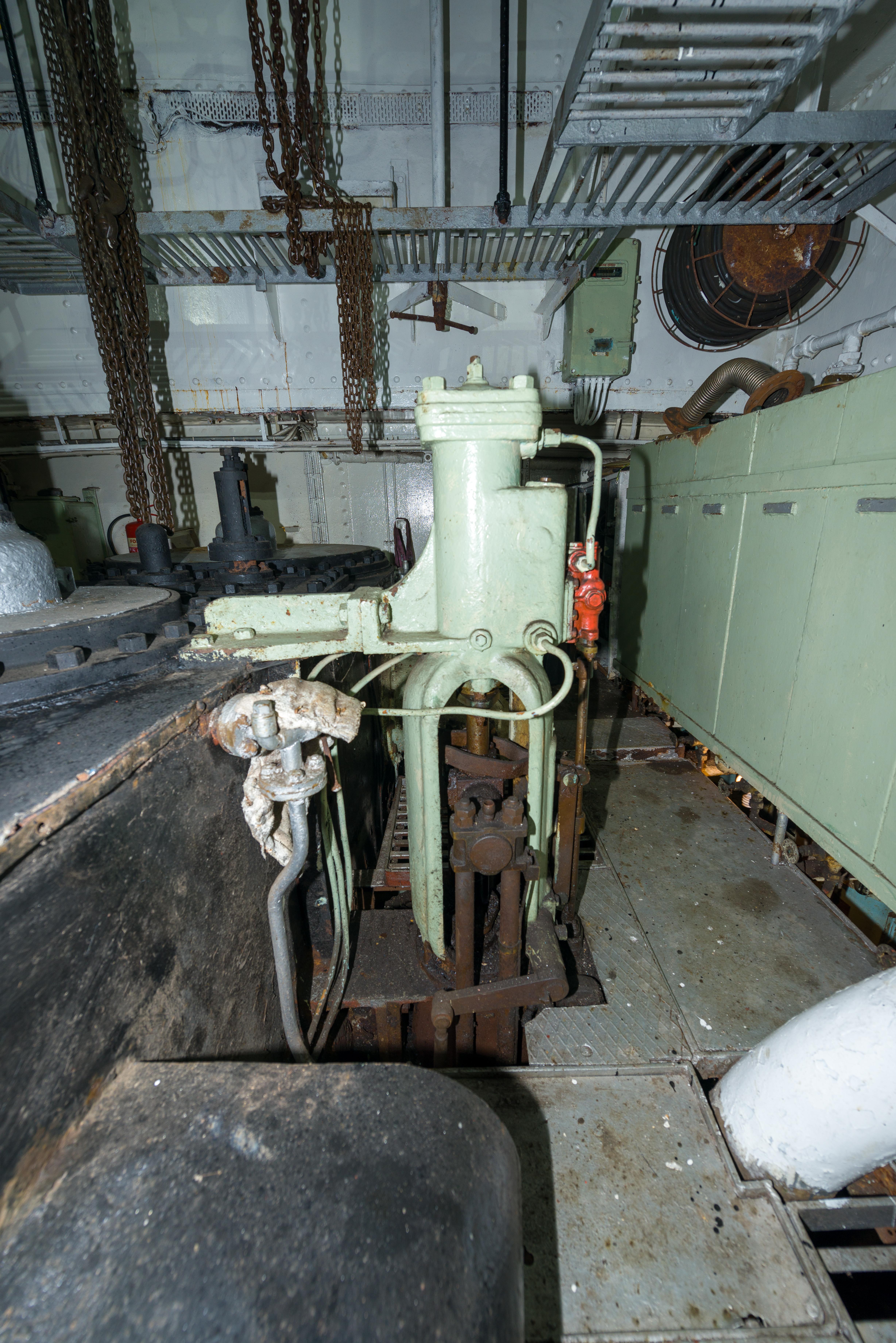 SS Explorer Hydraulic Reversing Engine