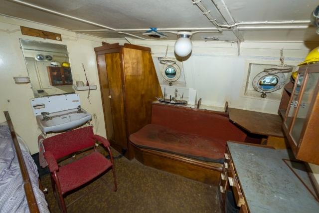 Fishing skipper's Cabin Port